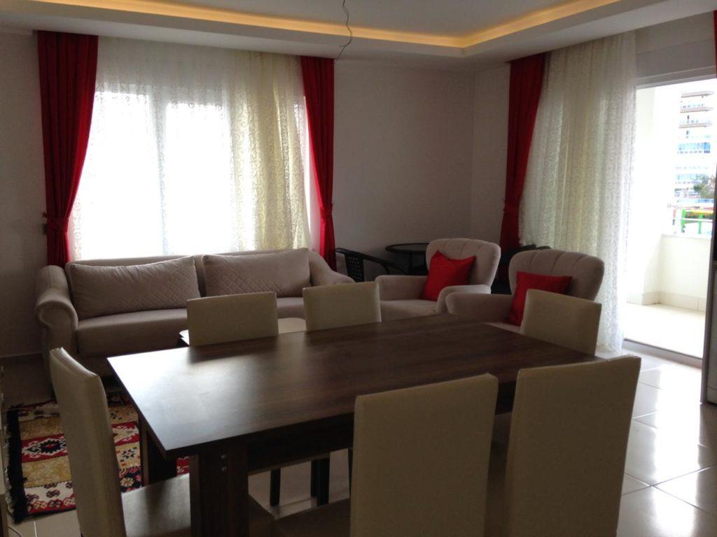 такого типа квартиры в длительную аренду в 2019 в Алании стоят около 2000 турецких лир. Это квартира с 2 спальнями
